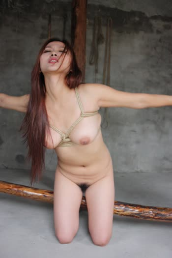 Chinese Naked Model Xin-Yii